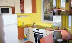 barevně sladěná kuchyně omyvatelná barva žlutá