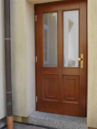 Vchodové dveře dřevěné