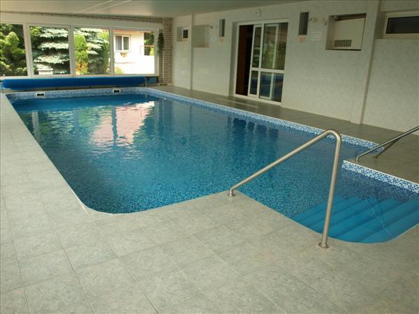 Krytý bazén v parkhotelu Mozolov