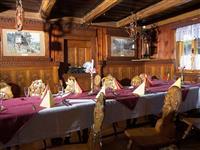 penzion Chata Na Mlýně - Penzion Rejvíz, originální židle - turistika v Jeseníkách