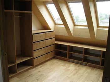 Výroba nábytku na zakázku- vestavěné skříně z Pardubic