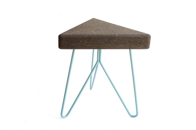 Stolek / stolička TRES z tmavého korku