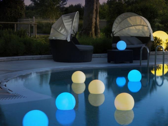 Stolní LED svítidlo i pro venkovní použití